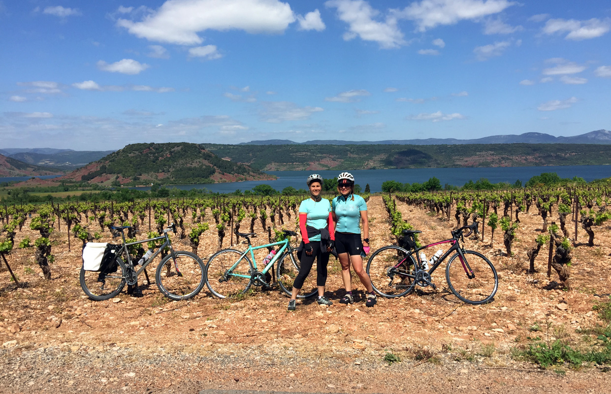 Photo stop while cycling at Lac Salagou, Languedoc