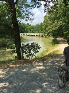 Cycling the Canal du Midi between Carcassonne and Homps